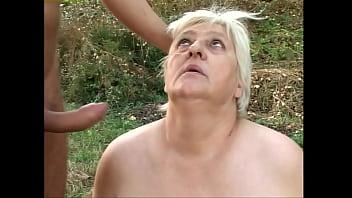 Татуированный сосед жахает замужнюю бабу на балконе