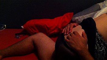 Лесбияночка выполняет фистинг рыжеволосой подруге вскоре после мастурбации