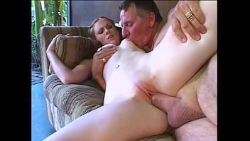Подборка порно молодых мужчин со зрелыми дамочками на улице