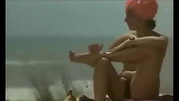 Ошеломительные лезбиянки используют игрушечки для секса