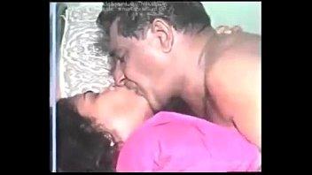 Муж скидывает секс со своей пышногрудой супругой, дабы попробовать еще больше наслаждения