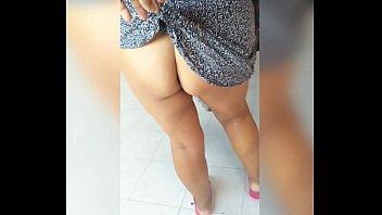 Сногсшибательная девушка соблазнила партнера абсолютно голым телом и разрешила от трахать себя в киску